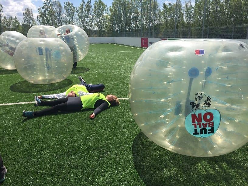 stressmanagemenet-with-bubble-football-budapest